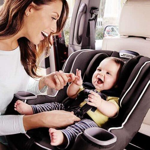 baby in autostoel